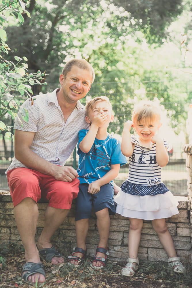 photographie de famille avec le rire d'enfants