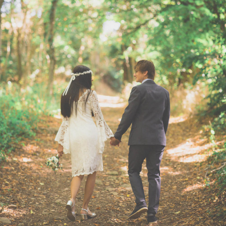 Photographe mariage lyon séance engagement couple dans la forêt